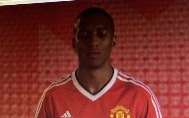 (Image) Ashely Young models new 2015/16 Man United kit