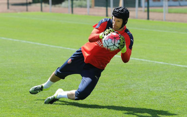 (Images) Arsenal new boy Petr Cech gets off to a FLYING start in first training session