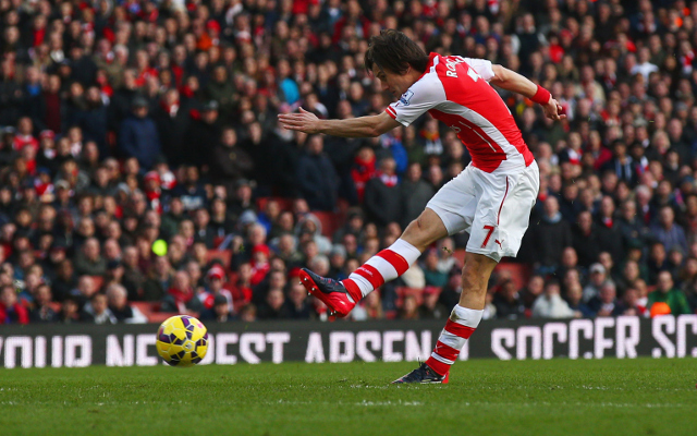 Arsenal midfielder out for FIVE WEEKS with knee injury