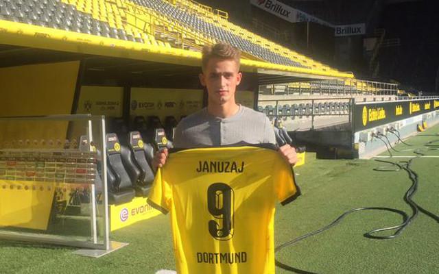 Manchester United winger completes Borussia Dortmund loan move