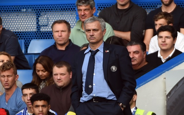 epa05004672 Chelsea manager Jose Mourinho (centre) during the English Premier League soccer match between Chelsea and Liverpool at Stamford Bridge in London, Britain, 31 October 2015.  EPA/WILL OLIVER EDITORIAL USE ONLY. No use with unauthorized audio, video, data, fixture lists, club/league logos or 'live' services. Online in-match use limited to 75 images, no video emulation. No use in betting, games or single club/league/player publications