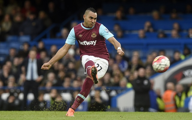 epa05220842 West Ham United's Dimitri Payet takes a free kick during the English Premier League match between Chelsea and West Ham United at Stamford Bridge, London, Britain, 19 March 2016.  EPA/WILL OLIVER EDITORIAL USE ONLY. No use with unauthorized audio, video, data, fixture lists, club/league logos or 'live' services. Online in-match use limited to 75 images, no video emulation. No use in betting, games or single club/league/player publications.