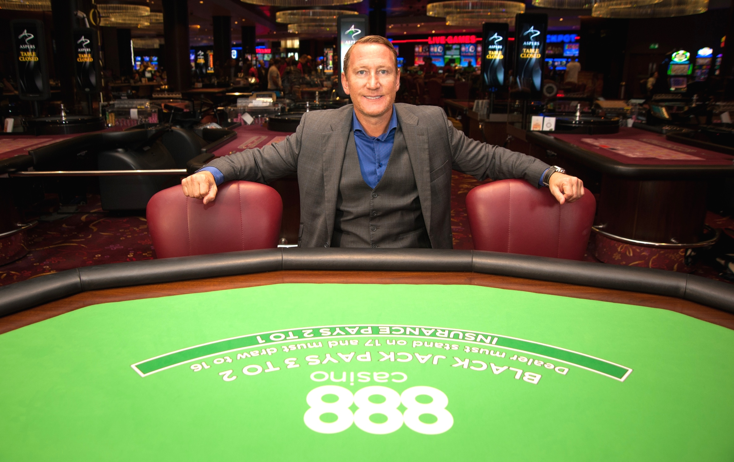 Arsenal legend Parlour plays a 'shocking' game of Blackjack